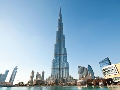 I Dubai finns både världens högsta byggnad, Burj Khalifa, och världens största köpcentrum, Dubai Mall.