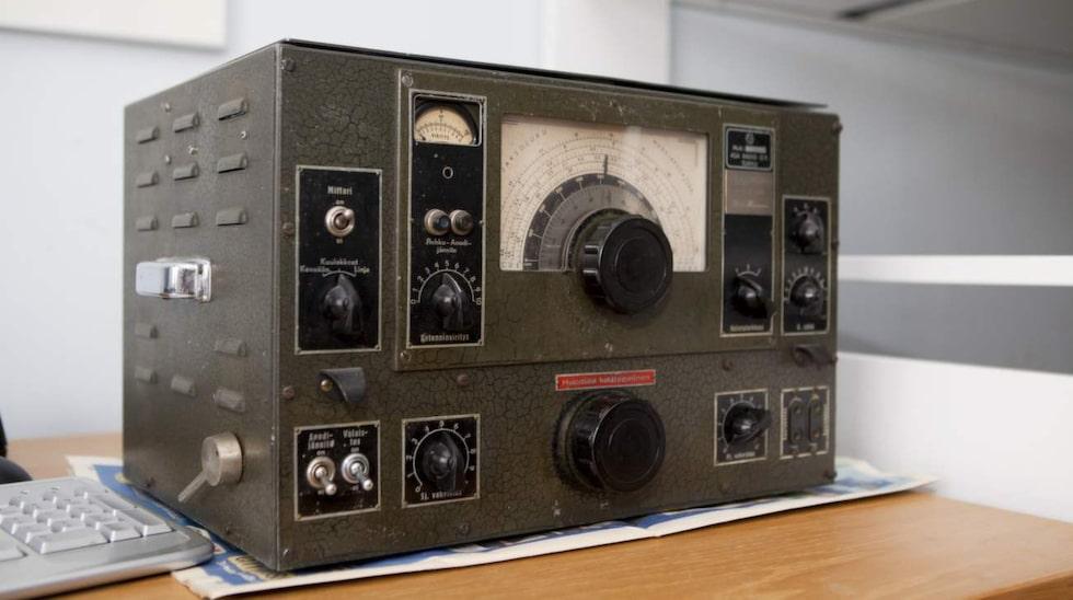 I dag har han en kortvågsradio från andra världskriget hemma i villan. Den har inskriptionen Stella Polaris, kodordet för den enorma operationen som tog Pertti Hänninen till Sverige 1944.