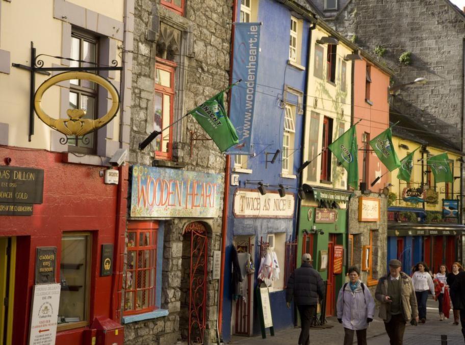 Galway är västkustens största stad med sina 70 000 invånare och känd för ett vibrerande musikliv.