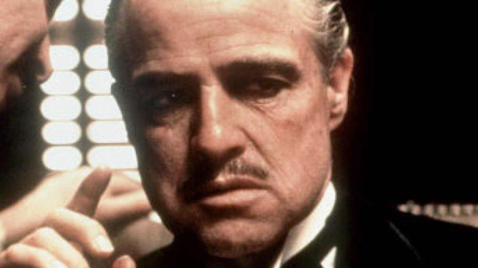 """Marlon Brando, har blivit utsedd till en av världens snyggaste män. Och vem kan glömma hans manliga käkar i """"Gudfadern""""?"""