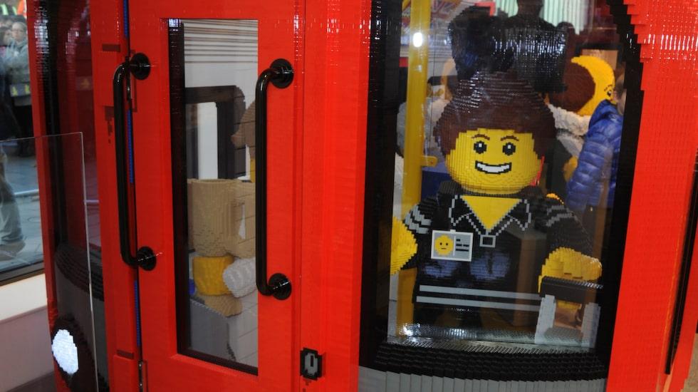 Nu öppnar Lego sin största butik någonsin, vid Leicester Square i London.