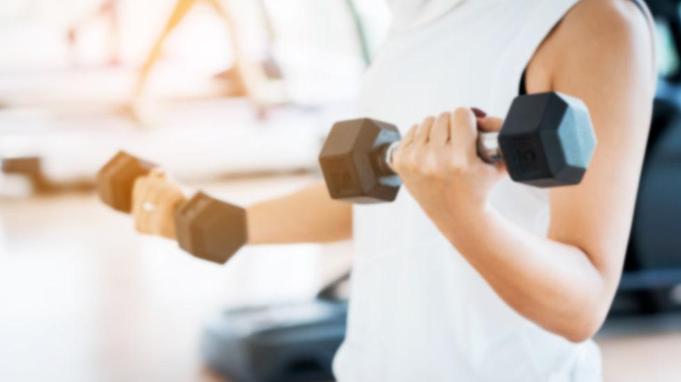 Det bästa är att det aldrig är för sent att börja styrketräna, och för äldre kan styrketräning dessutom vara extra viktigt.