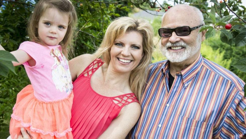INTE OROLIG  Margareta och Seth valde i och med operationen bort möjligheten att få flera barn. Det är 50 procents risk att dottern Samantha har ärvt samma gen, men vetskapen gör att Margareta känner sig lugn.