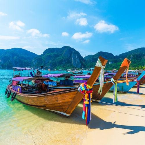 Phi Phi-öarna är vykortsvackert men tyvärr väldigt exploaterat numera. Men stränderna är fortfarande sköna.