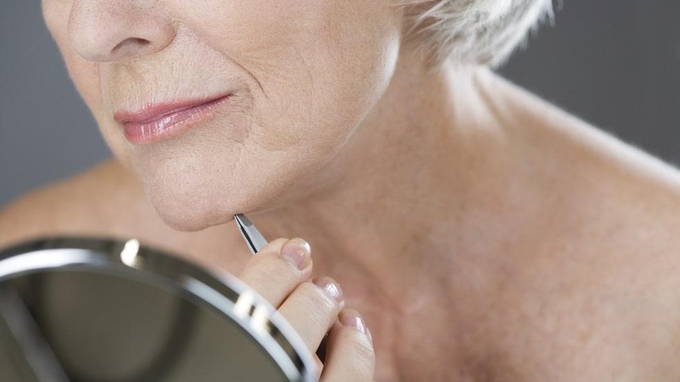 Faser i livet. Hormonella förändringar i kroppen kan ge ökad hårväxt i ansiktet.