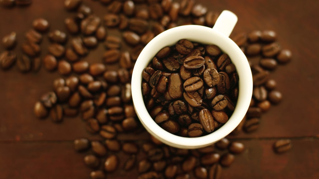 Hur kaffebönan rostats spelar roll för halten antioxidanter och koffein.
