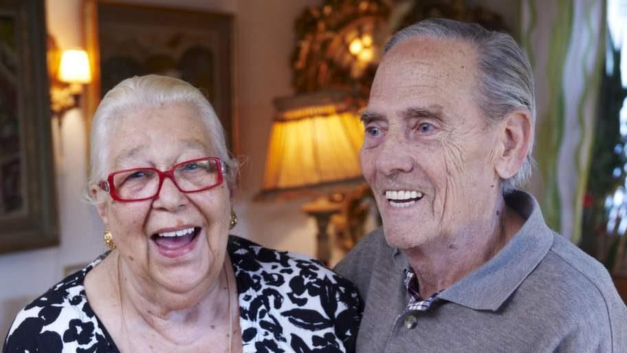 """Lillemor Storåkers-Lundahl vill prova om stora doser E-vitamin kan hjälpa hennes make. """"Det är en hemsk sjukdom som drabbat Kenneth"""", säger hon."""