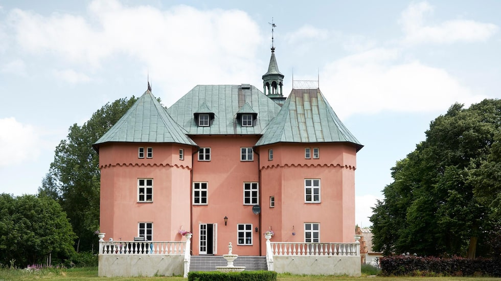 Är du kanske sugen på att bli dess nya slottsfru eller slottsherre?