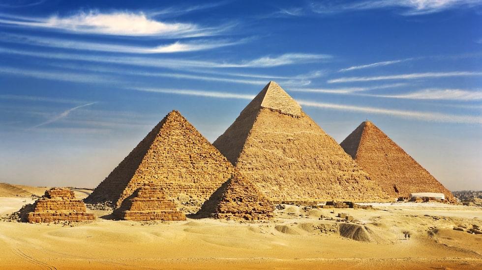 Pyramiderna i Giza, världens enda bevarade underverk, finns i Egypten.