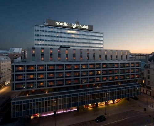 Hotell med nordiskt ljus i fokus, nära Centralen.