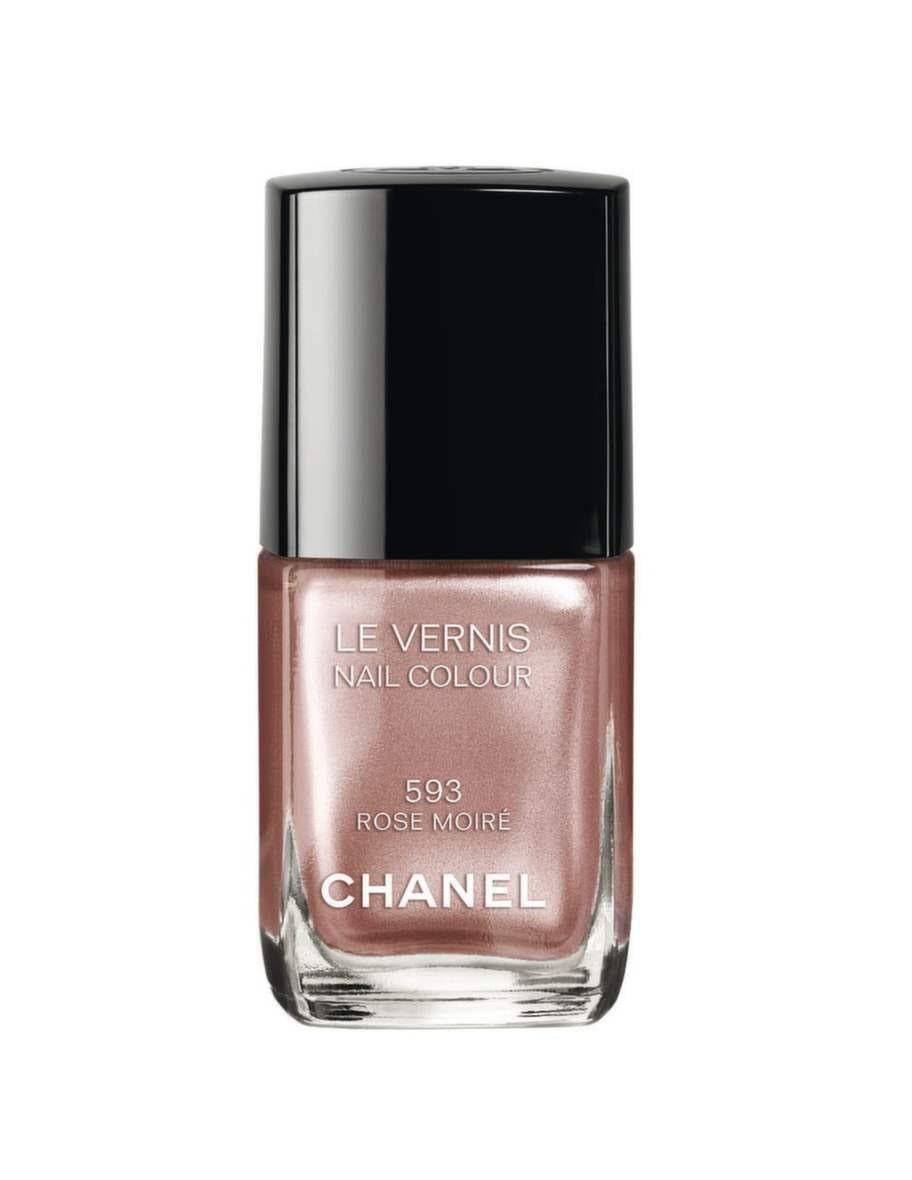 """Lyxigt grårosa lack i nyansen """"Rose moiré från Chanel, 245 kronor."""