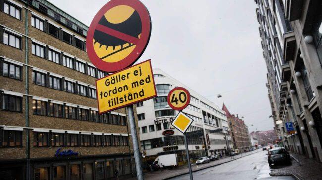 I Göteborg är det dubbdäcksförbud på Odinsgatan och Friggagatan.
