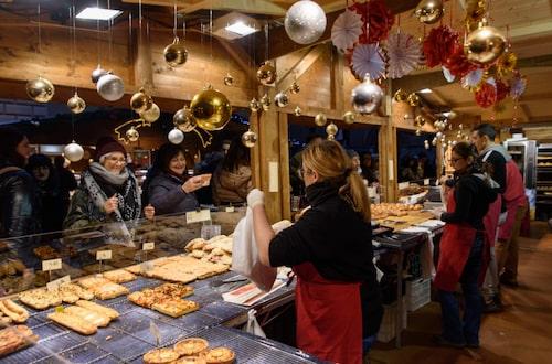 Bologna är Italiens främsta matstad men inför jul är det främst nougat- och marsipangodis som gäller.