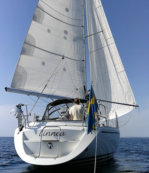 Båten Linnea är byggd för att klara tuffa förhållanden och ska snart ta med Emmy och Marcus på en lång resa.