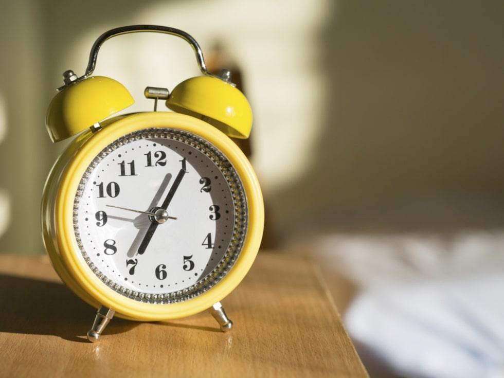 Telefonen är inte den bästa väckarklockan i alla fall. Inte om man jämför med den gammaldags, skrällande sorten.