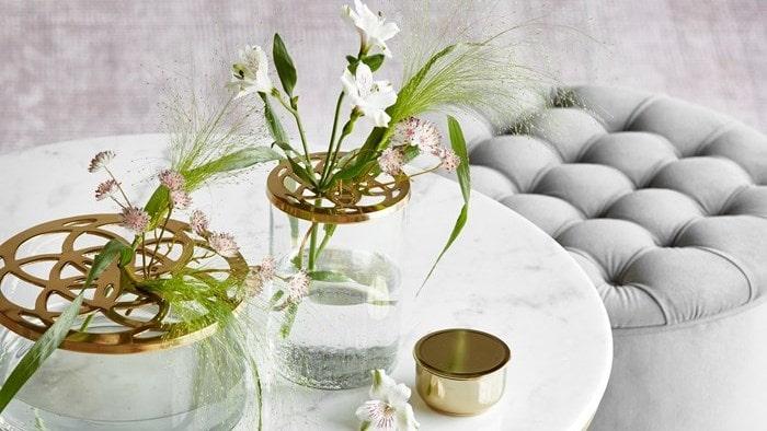 """Och Mios vas """"Lily"""" som kommer i två varianter."""