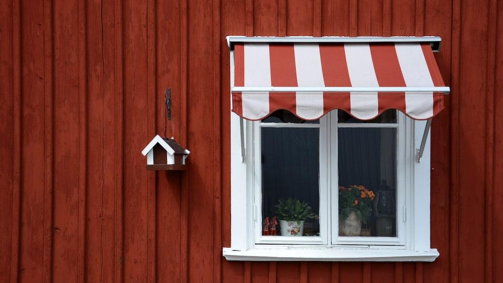 Det skiljer tusentals kronor mellan olika sorters fönstermarkiser.
