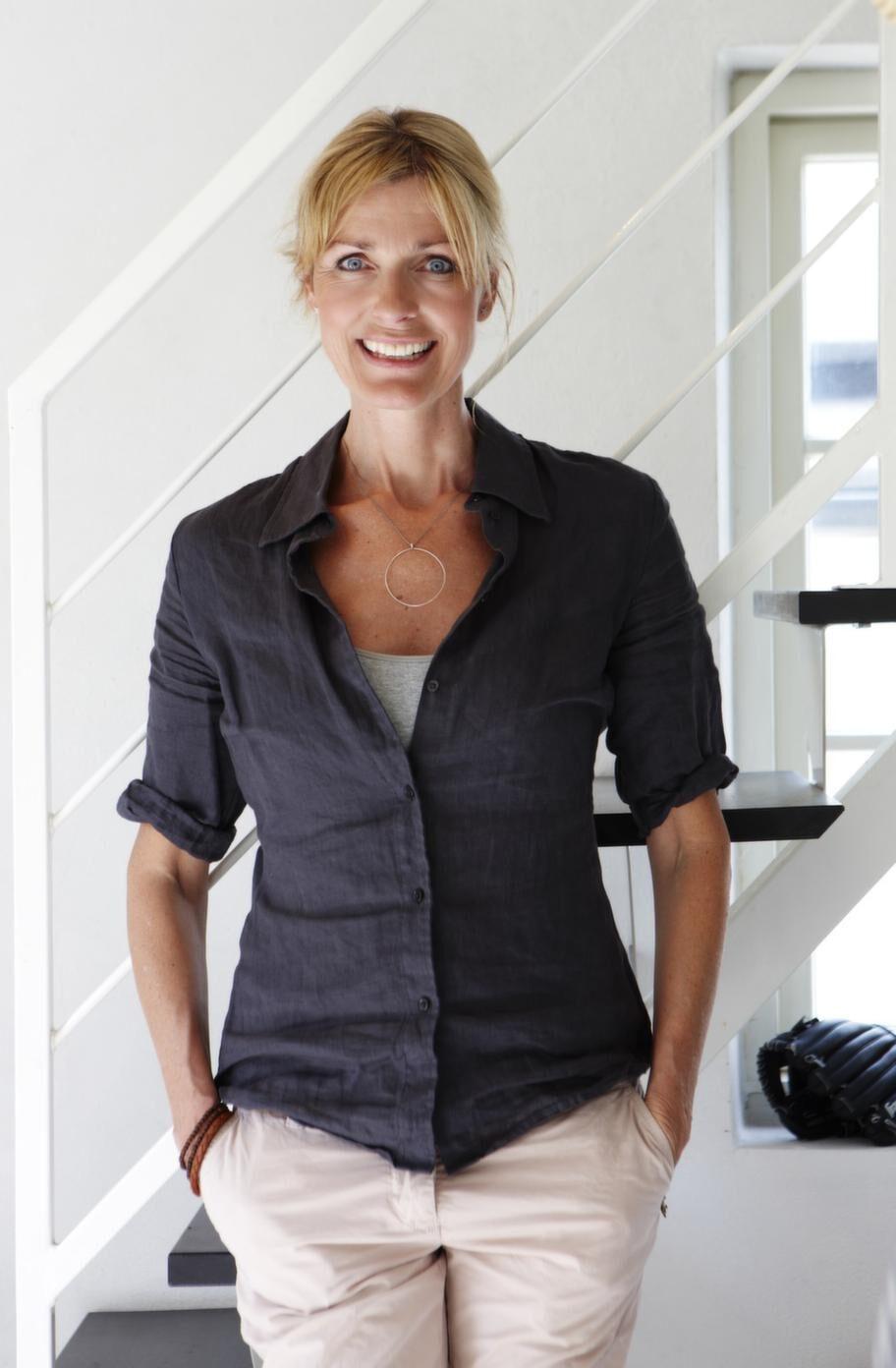 Johanna Ekelund bor i villan med sina tre barn, 19, 17 och 11, samt valpen Bryan.
