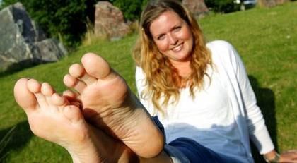 Helena Brus, 27, är nu äntligen fri från sina fotbesvär.