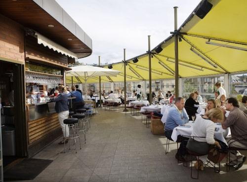 På taket av Gondolen kan du få goda drinkar.