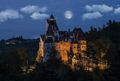 Greve Draculas slott i Rumänien är en självklar – och otäck – turistattraktion.