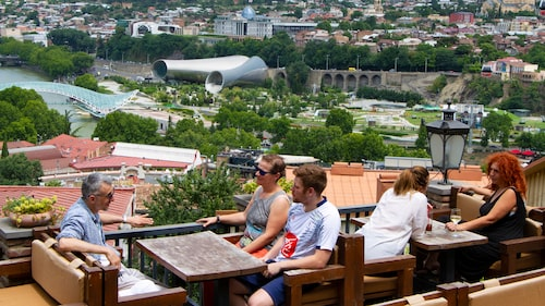 På Cafe 144 Stairs har man utsikt över hela Tbilisi.