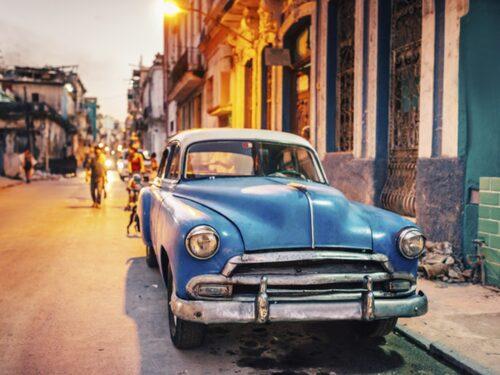 Amerikanska 50-talsbilar syns fortfarande på Havannas gator.