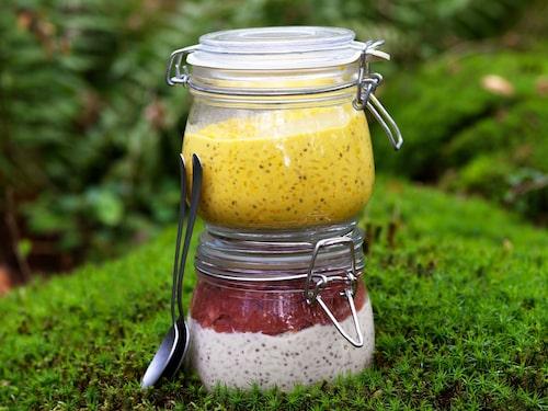 Chiafrutti är ett perfekt mellanmål, där chian går att dryga ut med grötris. Längre ner hittar du det här och flera andra recept ur Hanna Olvenmarks bok Portionen under tian: Äta ute.