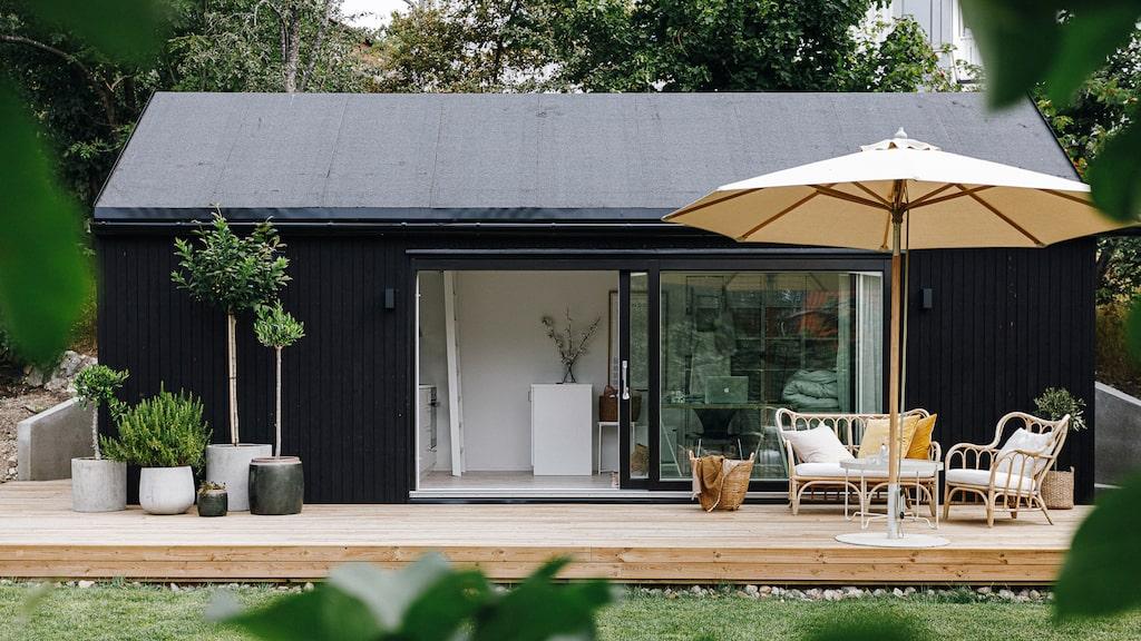 Komplementhus Tidlöst från Sommarnöjen är ett nyckelfärdigt hus med loft i tidlös design. Läs mer om huset i guiden nedan.