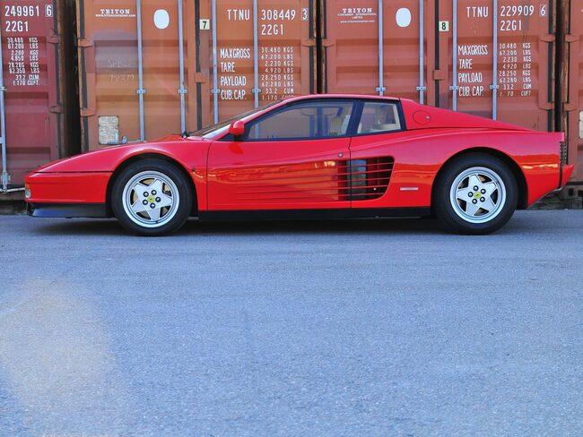 En Ferrari Testarossa F12 V12 – 1990 i fint samlarskick säljs på auktion.