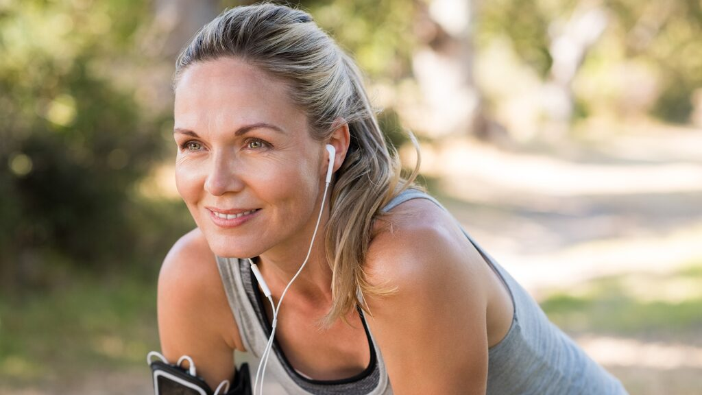 En ny stor studie visar nu att så lite som en timmes träning i veckan kan motverka depression.