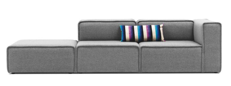 Forma din egen modell. Soffa Carmo med puffmodul, finns både i tyg och läder. Här i tyget Lux felt ljusgrå, 70 x 293 x 93 centimeter, 22 184 kronor, Boconcept.