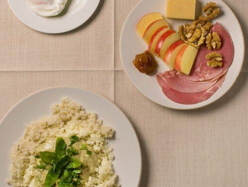 Pocherat ägg med avokado, brittisk lunchtallrik och grönsakscurry med blomkålsris.