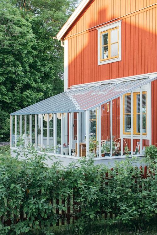 Klassiskt med pulpettak från Sweden Greenhouse.