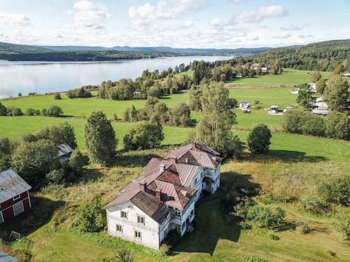 Logården har ett fint läge 35 kilometer utanför Sundsvall.