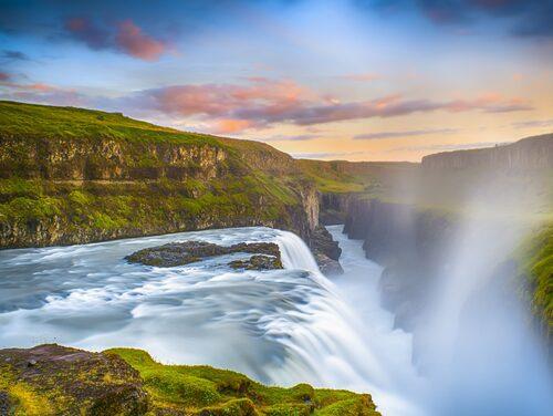 Vattenfallet Gullfoss är en av Islands största turistattraktioner.