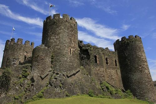 """Conwy Castle, en av många medeltida """"riddarborgar"""" i Wales."""