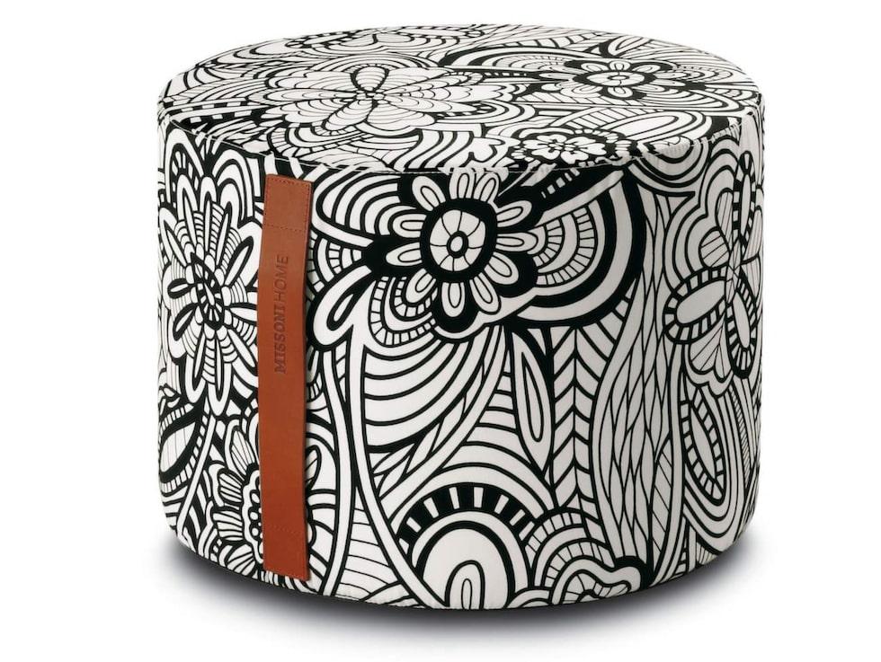 Mönstrad. Sittpuff Cartagena, från  Missoni, 40 centimeter i diameter, 30 centimeter hög, 3 299 kronor, Systerlycklig.se.