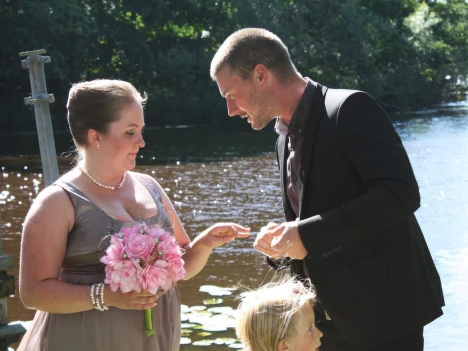 Bröllopet mellan Jennie och Johan ägde rum för snart två år sedan. Det var ett litet, borgerligt bröllop utomhus.