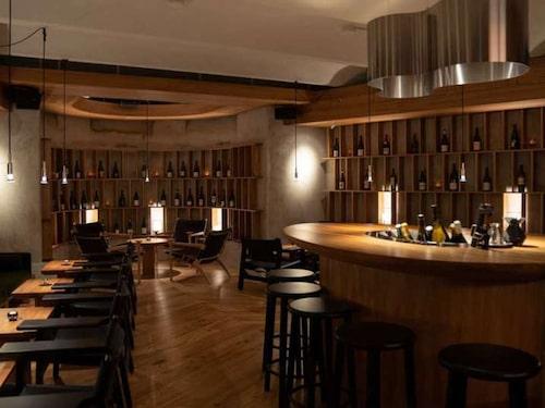 Ferdinand vinrum i Stockholm erbjuder både klassiskt och trendigt på vinlistan.