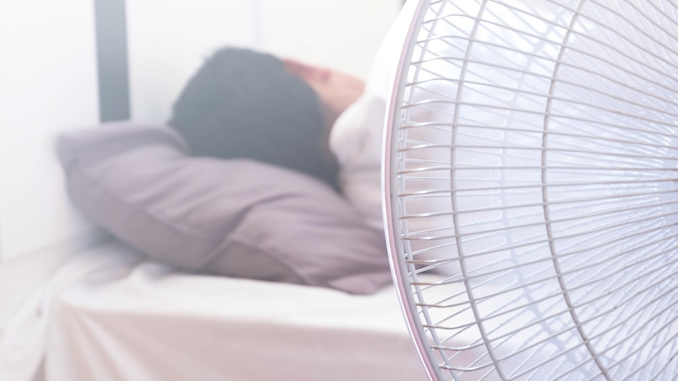 Här är bra saker att tänka på när du sover med en fläkt i sovrummet.