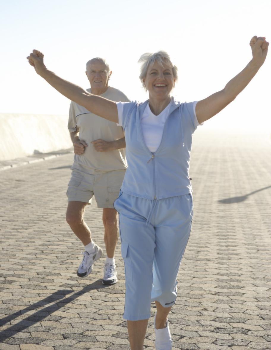 Ta en långpromenad i rask takt är extra skönt i vårsolen.