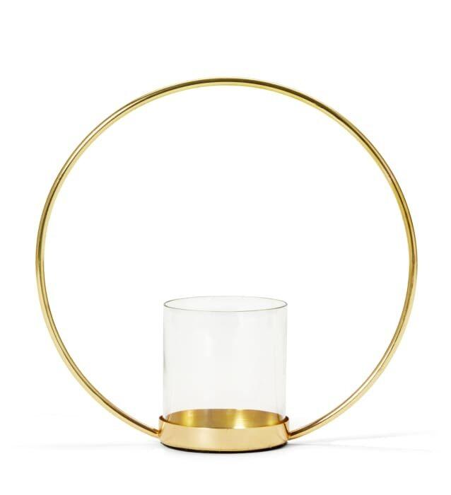 Sander heter den här ljushållaren som har en stilren och elegant design. Cirkeln symboliserar evighet. Guldfärgat rostfritt stål, med glascylinder, finns även i cylinder. Pris 199 kronor.