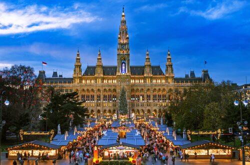 Wien är en av världens ledande julstäder. Här klär man sig i päls och dricker glühwein.