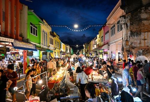 Nattmarknad varje söndag i Old Phuket Town.
