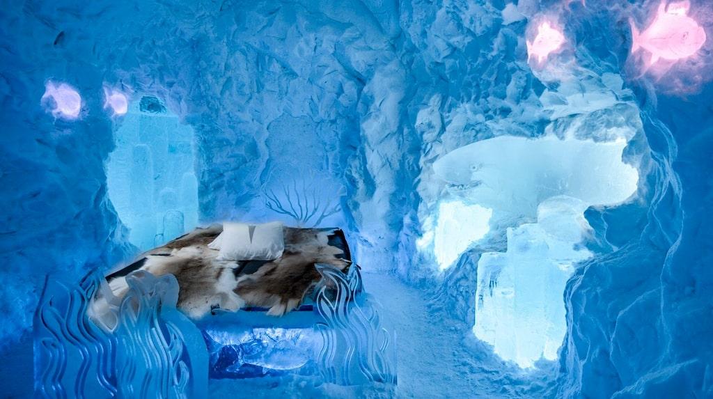 Rummen är gjorda av snö och is från Torne älv.