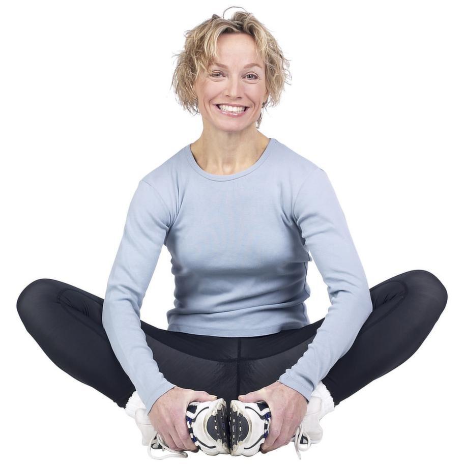 Gå på pilates eller yoga är stärkande för både kropp och knopp.