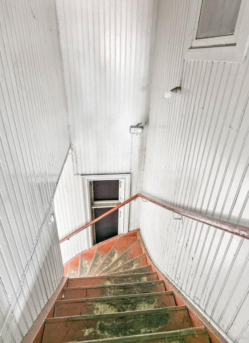 Den som varsamt renoverar från golv till tak kan få sitt drömhus här.