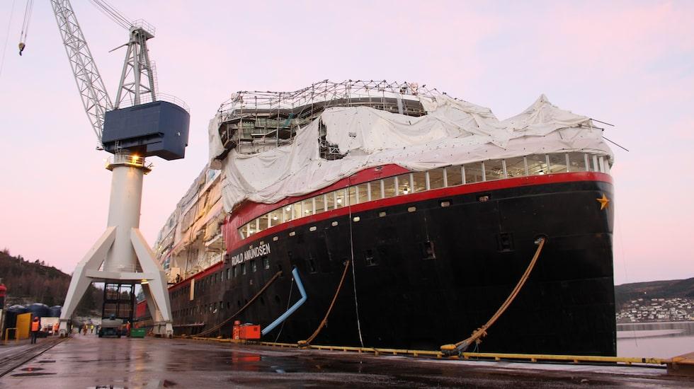 MS Roald Amundsen är det första av Hurtigrutens tre hybridfartyg.