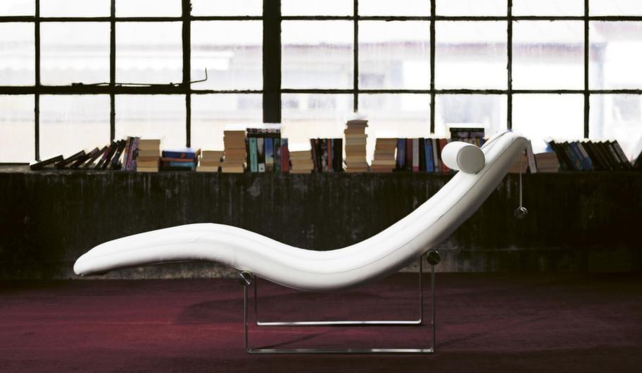 Dagbädd Viper ger maximal avlastning för kroppen och liggdelen kan lyftas av underredet och placeras på golvet där den balanseras i rätt läge med hjälp av kroppstyngden, finns i många material, från 17 800 kronor, Ire Möbler.